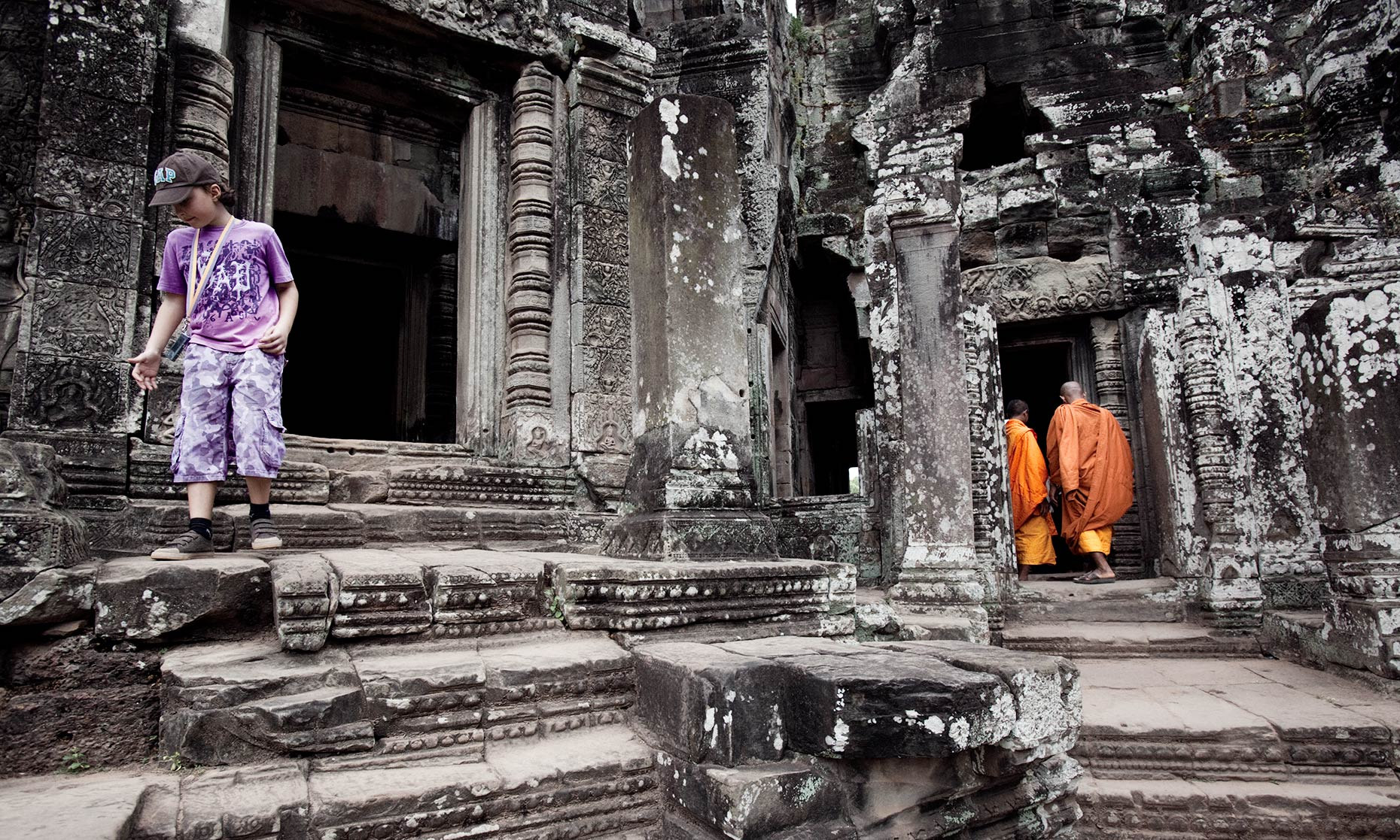 VN-Angkor_Wat-Monks-NEW